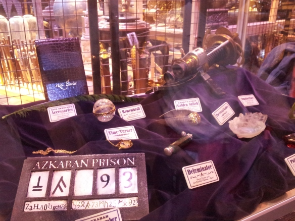 Assorted small props that every Potternerd will recognize.